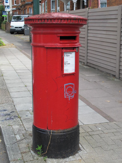 """""""Anonymous"""" (Victorian) postbox, St. Paul's Avenue / Grove Road, NW2"""
