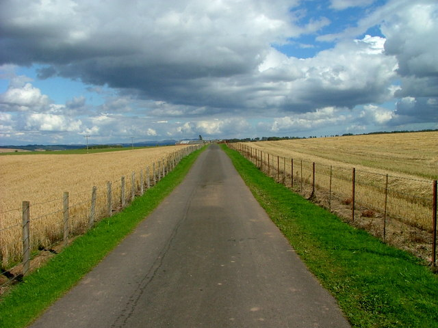 Farm road to Innergask