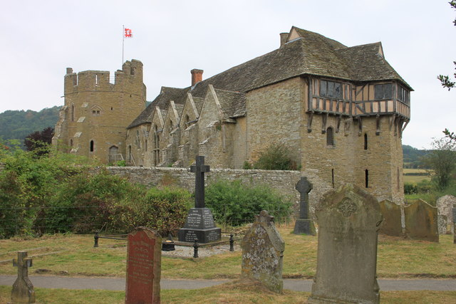 Stokesay castle from the churchyard