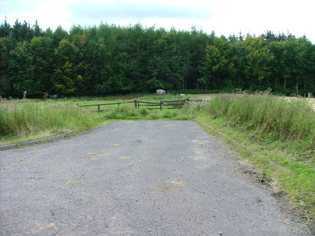 End of the public road at Clathy
