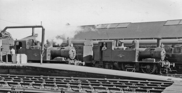 Auto-fitted GW 0-4-2Ts at Gloucester (Central) Station
