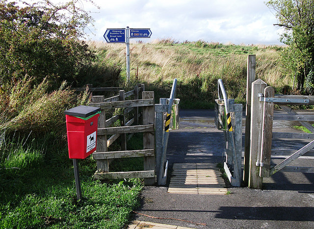 Cycle trail junction, Dixon Green
