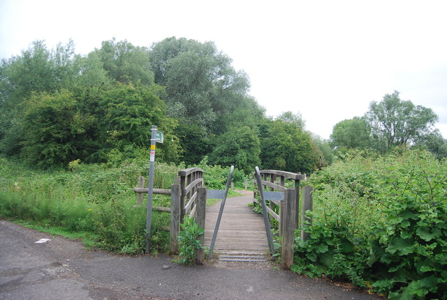 Footbridge into Leybourne Lakes Country Park
