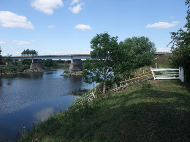 The Trent Valley Way approaching the Dunham Toll Bridge