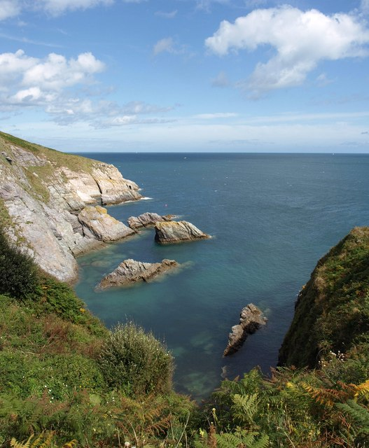 Rocks and cove south of Scabbacombe Head