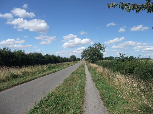 The road and path to North Clifton