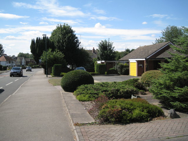 Open frontages to bungalows, Main Road