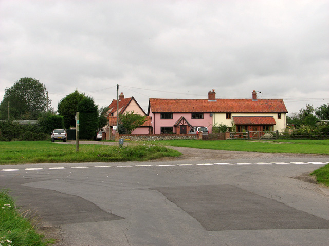 Cottages on Wingfield Green