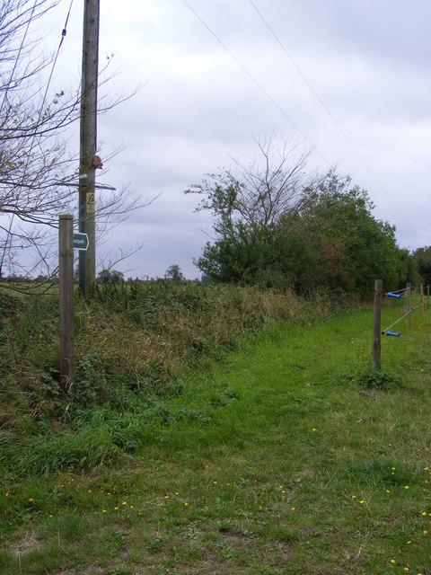 Footpath to Foxes Farm Barn