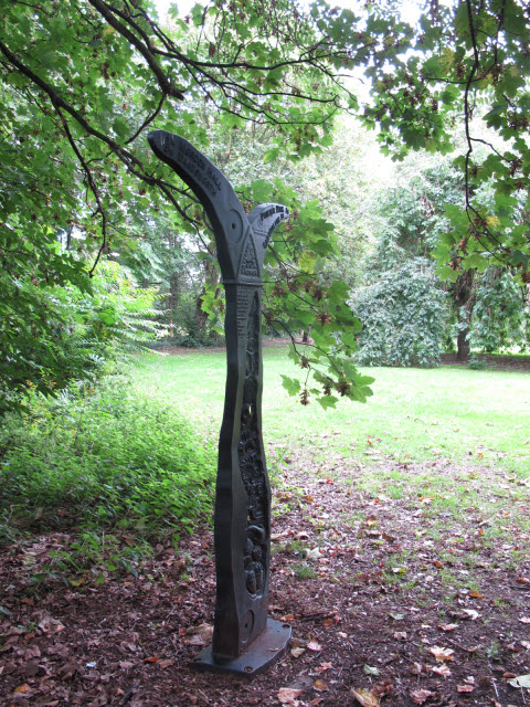 Sustrans milepost in Ravensbury Park