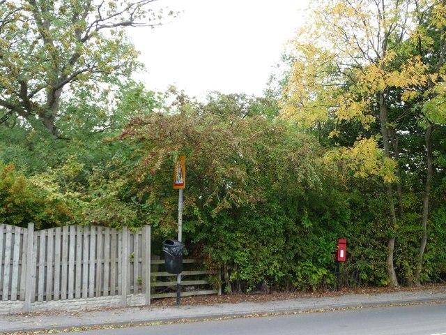 Postbox on Hollingthorpe Lane