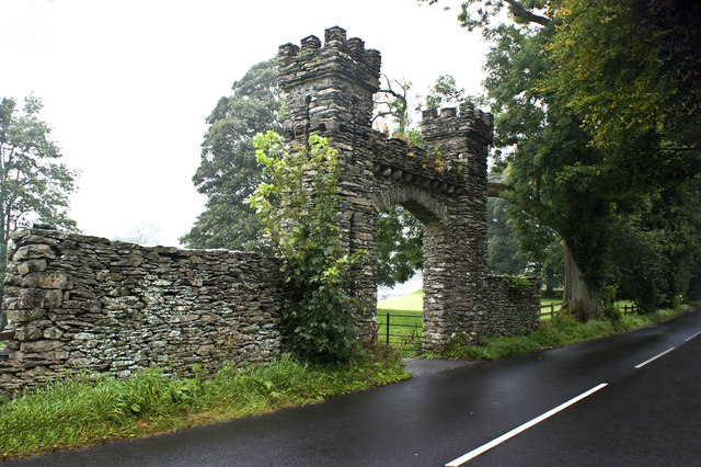 An imposing gateway on Hollins Lane