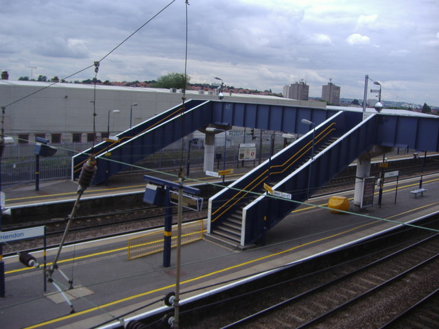 Platforms at Hendon station