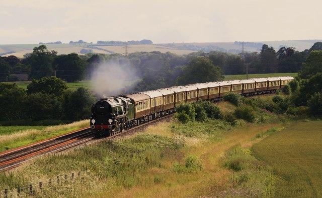 Pullman train passing Sharcott.