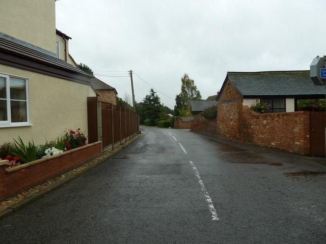 Looking southwards down Great Brickhill Lane