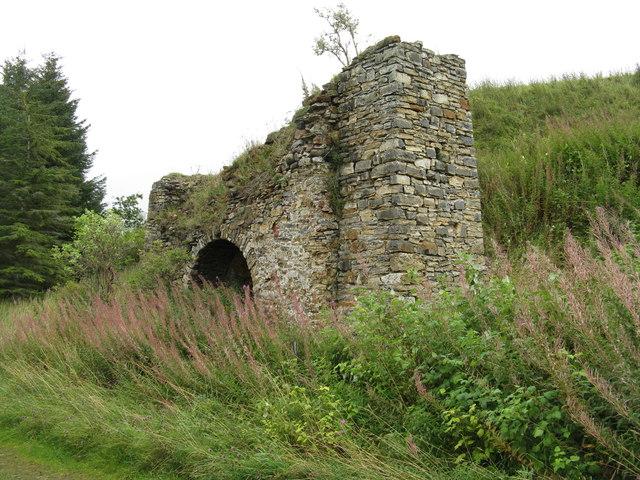 Old limekiln in Halkerston Glen
