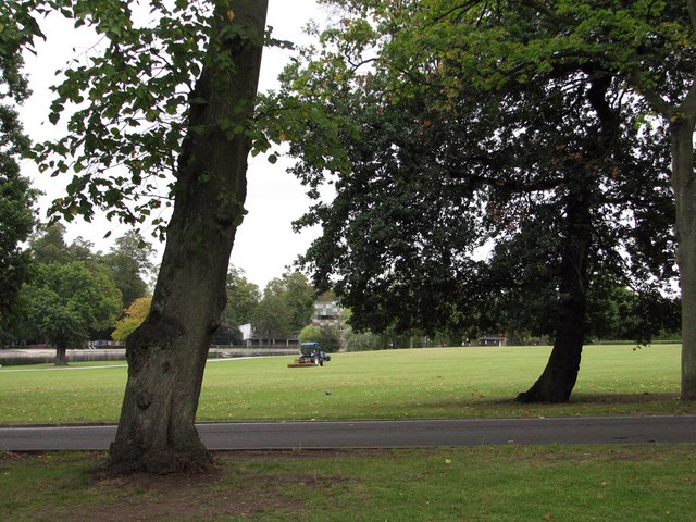 Cannon Hill Park: mowing