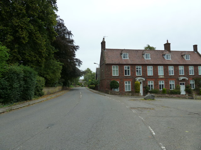 Approaching the junction of  High Road and Chapel Hill