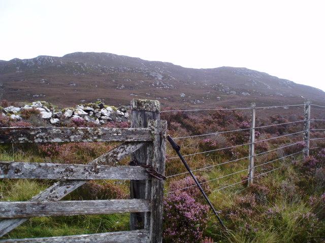 Gate by Loch Tarff - Knockie path