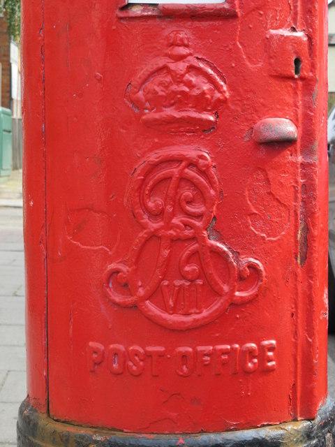 Edward VII postbox, Grange Road, NW10 - royal cipher