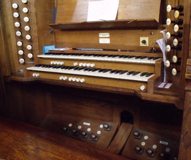 Organ Console, St Nicholas church
