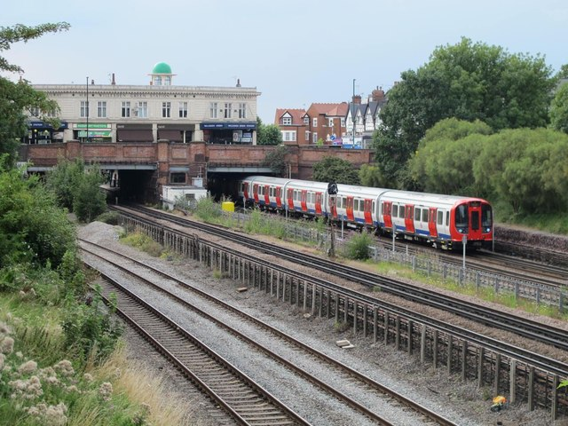 Railway and underground lines east of Willesden Green station