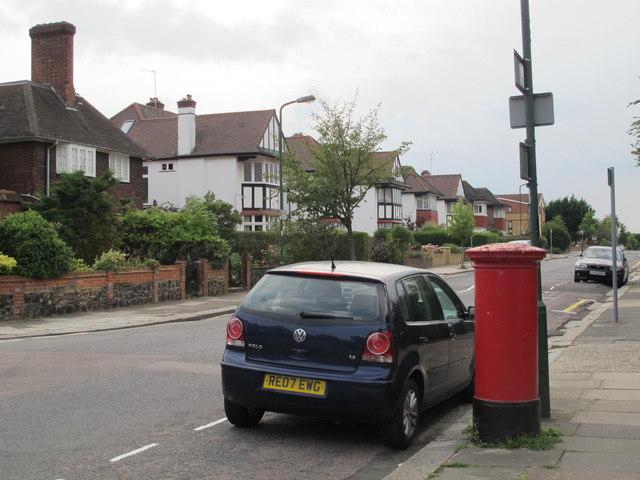 Chatsworth Road, NW2 (2)
