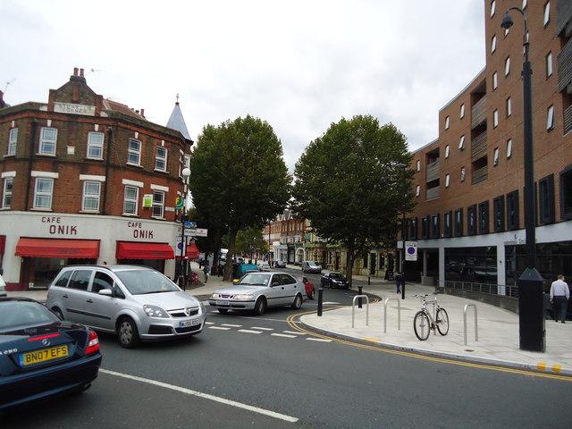 The Avenue, Ealing