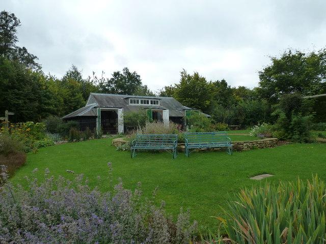 COAM 8: seats in the garden