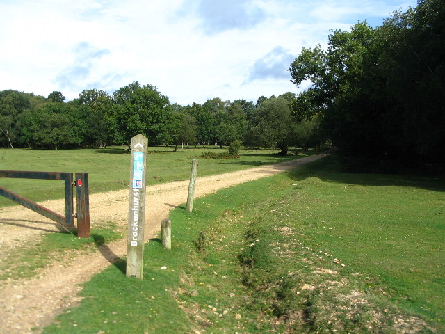 Cycle route to Brockenhurst