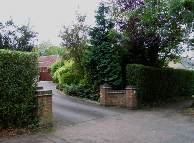 West entrance to 72 Manor Road