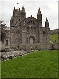 SM7525 : St David's Cathedral by David Dixon