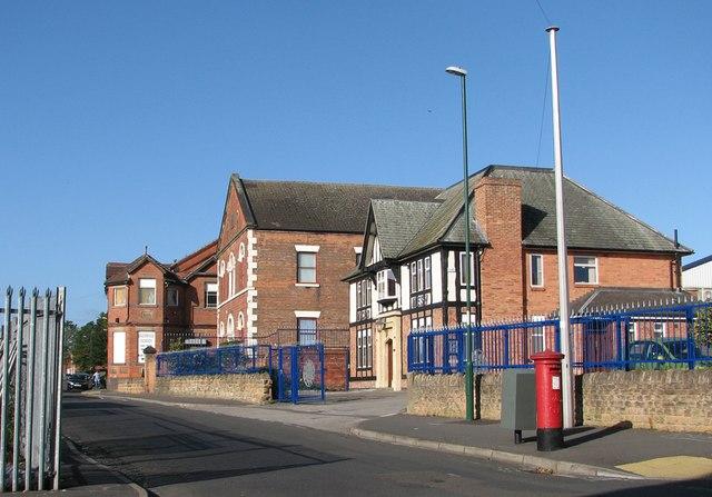 Basford Road: Baptist chapel and former pub