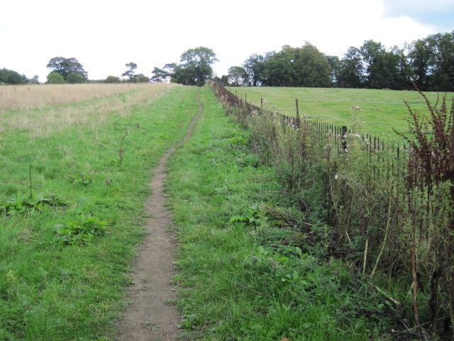 Footpath towards Bowling Green Farm