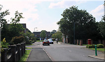 ST6677 : 2011 : Emersons Way looking west by Maurice Pullin