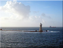SX4650 : The lighthouse on the western end of Plymouth breakwater by Rod Allday