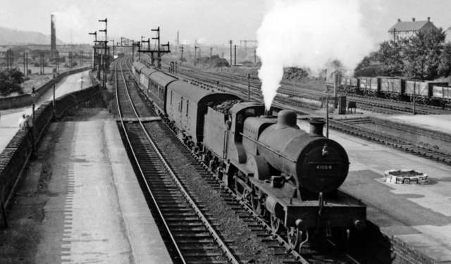 Leeds - Sheffield stopping train arrives at Cudworth station