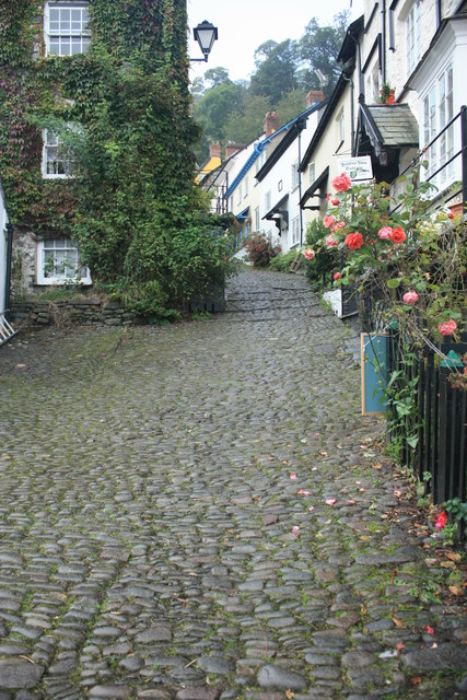 Clovelly Hill and cobbled footpath