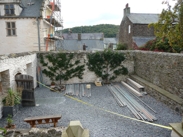 The Lower Terrace, Plas Mawr