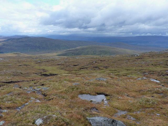 Eastwards from the end of the Carn nan Coireachean ridge