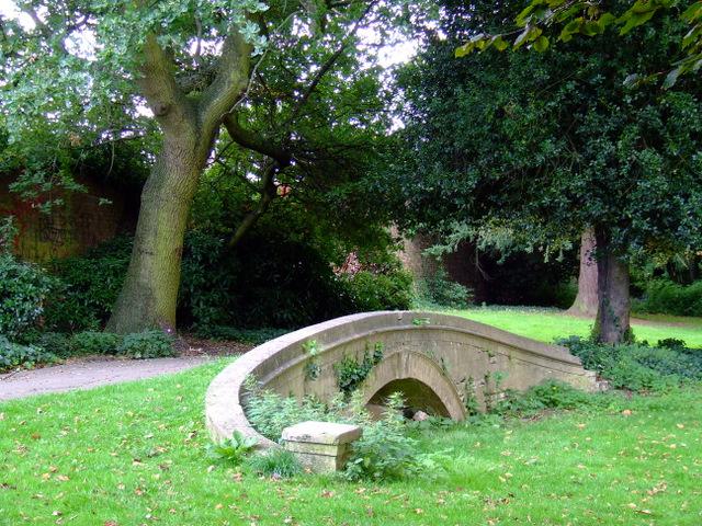 Bridge in Gunnersbury Park