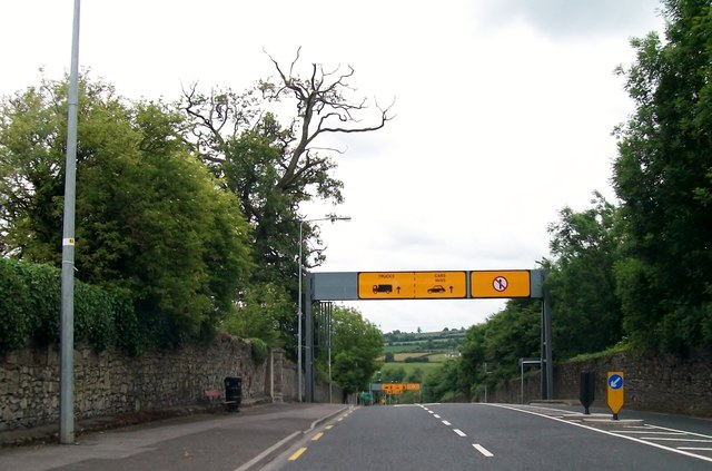 The N2 at the start of the descent to the Slane Bridge