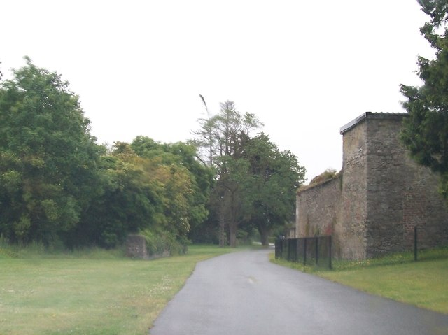Driveway and outbuildings at the Battle of the Boyne Visitors Centre