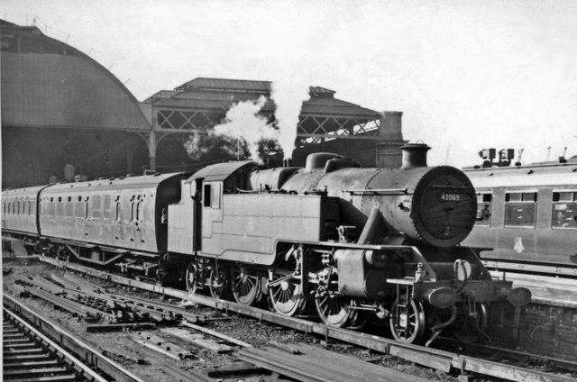 London Bridge (Central) Station, with train for Tunbridge Wells West