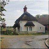 TQ6868 : Entrance lodge, Cobham Park: a 'cottage orné' by Stefan Czapski