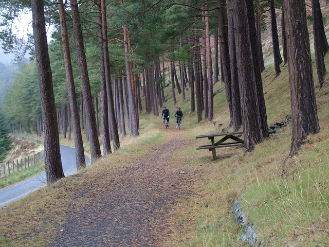 Elan Valley cycle path along the Garreg-ddu reservoir
