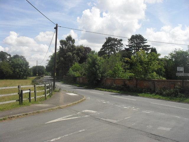 Road junction in Boars Hill