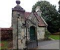 SU1429 : Old gate lodge by Jonathan Kington