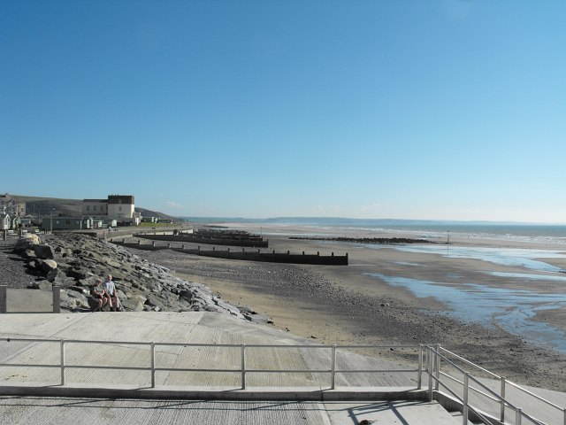 View south from the end of Marine Parade, Tywyn