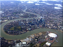 TQ3979 : The Millennium Dome and Isle of Dogs from the air by Thomas Nugent